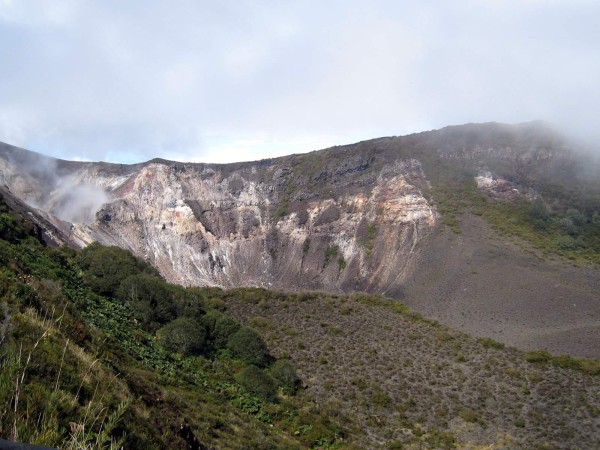 From sendero mirador looking down on the crater in Volcán Turrialba National Park