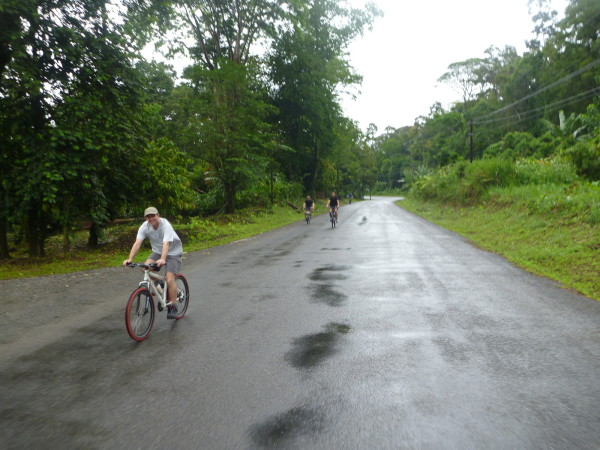 The first 29.6 km from Puerto Viejo to Suretka was by mountain bike, at first on pavement and then gravel road