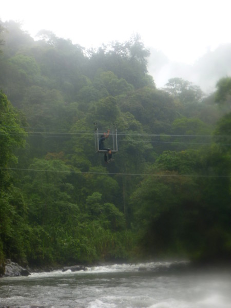 A cable car crosses the Río Coén at Quebrada Orosi
