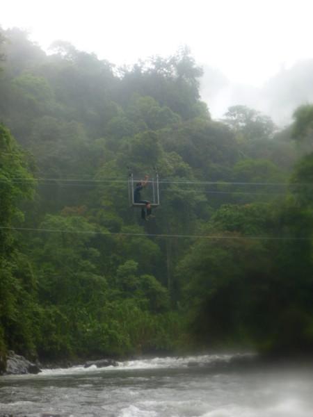 A cable car crosses the Río Coén at Quebrada Orosi