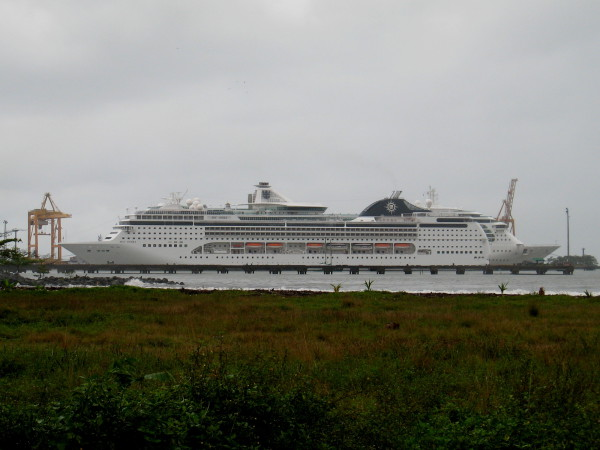 Cruise ships dock at Limón at the north end of Playa Westfalia