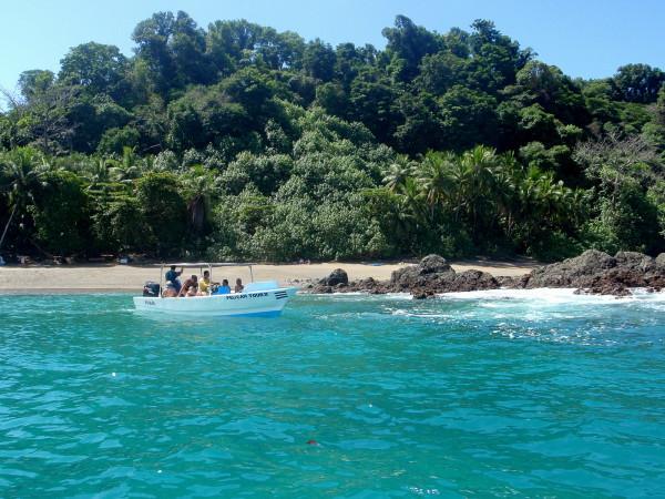 Tour boats at Isla del Caño
