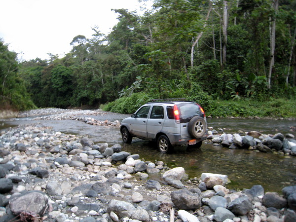 Sometimes the river is the road. A long ford near Aguila Abajo