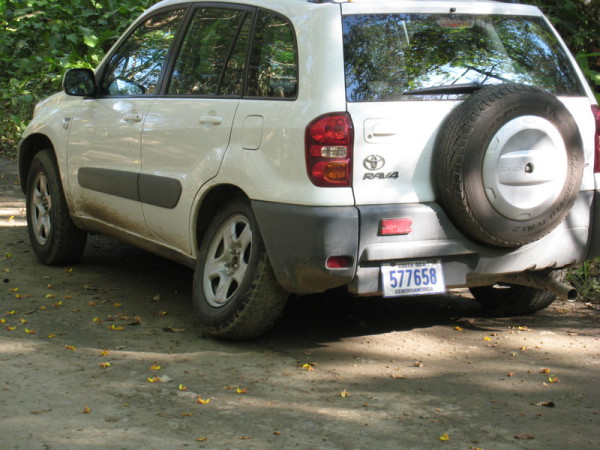 Car in Costa RIca with a broken axle