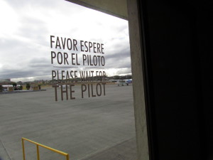 Favor Espere por el Piloto - Please Wait for the Pilot.  Always good advice for frequent fliers.
