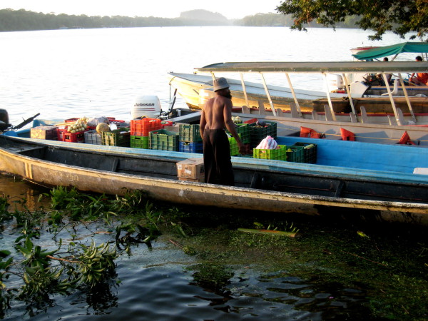 Unloading vegetables at the Tortuguero dock