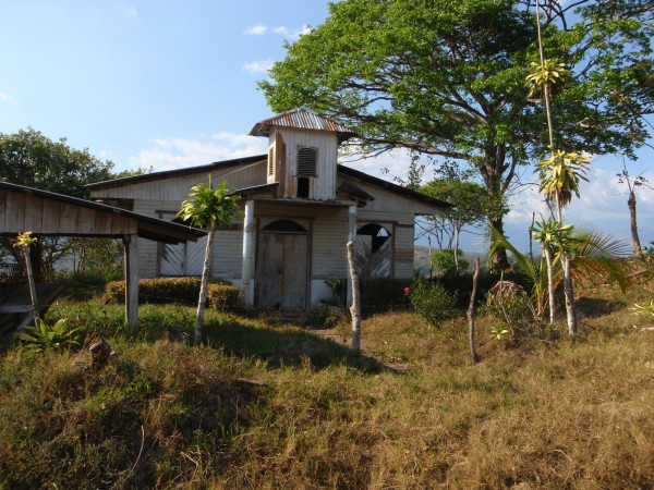 Abandoned church in the Valle de el General