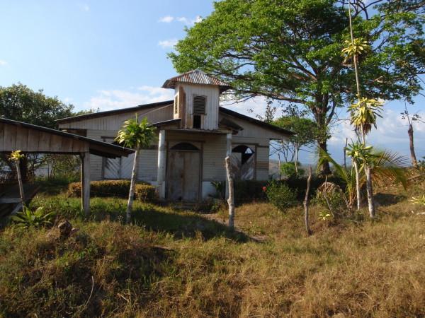 Abandoned church in the Valle de el General