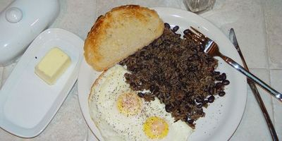 Gallo Pinto con huevos fritos