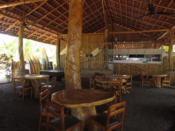 Tiki Hut Bar & Restaurant