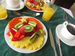 Breakfast - plato del futas and coffee