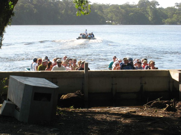 motor launches Tortuguero