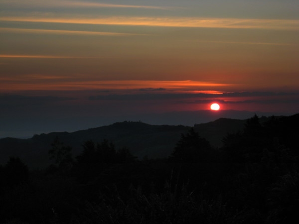 Monteverde sits astride the Cordillera de Tilarán in a perfect spot for gorgeous sunsets over the Gulf of Nicoya with a backdrop of the Peninsula and the Pacific ocean.