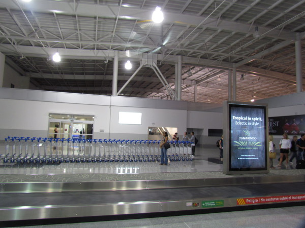 Baggage claim at LIR