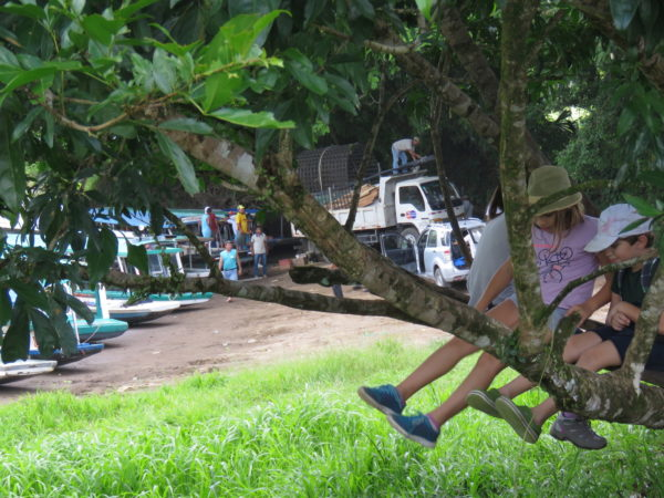 waiting-for-tortuguero-boat